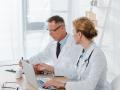 Названа средняя зарплата врачей в Кузбассе