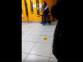 В кемеровском ТЦ освободили взятую в заложники девушку