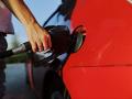 Цены на бензин снизились первый раз за 12 месяцев