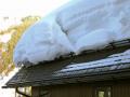 Сошедший с крыши снег убил кузбассовца на месте